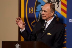 Dick Enberg presents the 2012 Axthelm Memorial Lecture at Marquette University. Photo: Marquette University IMC.